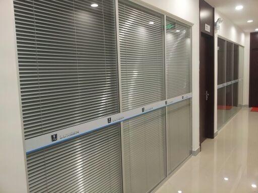哈尔滨玻璃隔断公司:百叶玻璃隔断怎样安装