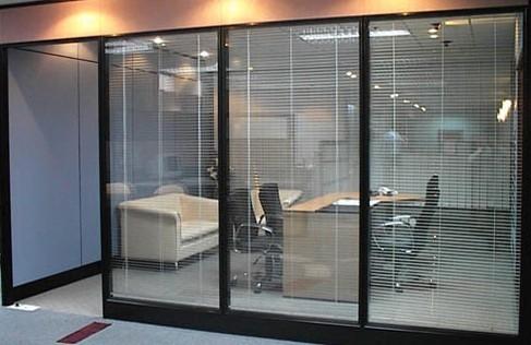 哈尔滨玻璃隔断公司:铝合金隔断怎么制作